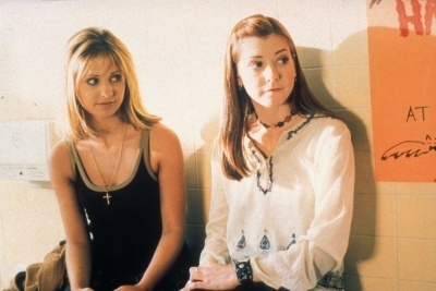 Buffy the Vampire Slayer karatasi la kupamba ukuta containing a portrait called Season 2 Promos+Stills