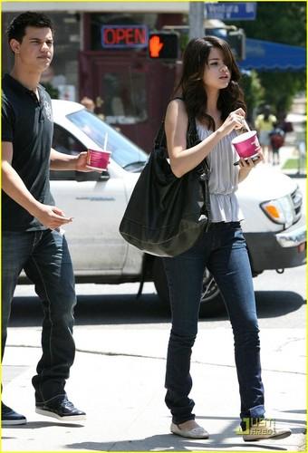 Selena Gomez & Taylor Lautner: Froyo Những người bạn