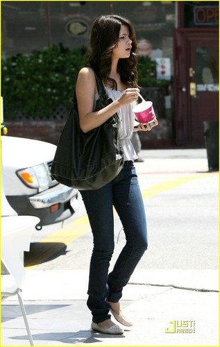 Selena Gomez & Taylor Lautner: Froyo फ्रेंड्स
