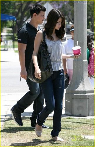 Selena Gomez & Taylor Lautner: Froyo دوستوں