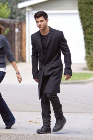Taylor Lautner at a تصویر shoot in Los Angeles