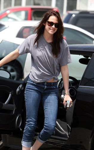 Twilight Series images kristen stewart Out in Santa Monica - June 4, 2009  HD wallpaper and background photos