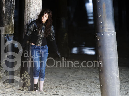 http://images2.fanpop.com/images/photos/6500000/on-set-new-photoshoots-of-Kisten-twilight-series-6526689-450-336.jpg