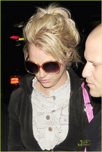 britney spears fondo de pantalla with sunglasses entitled Brtiney Spears