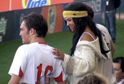Ed and Jessica futebol smooching