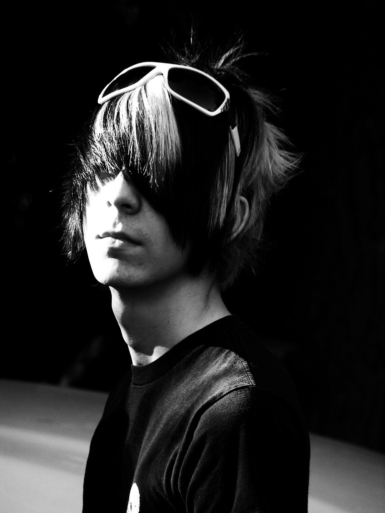 http://images2.fanpop.com/images/photos/6600000/Emo-Boy-emo-6610190-768-1024.jpg
