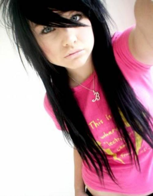 http://images2.fanpop.com/images/photos/6600000/Emo-Girl-emo-girls-6657670-500-641.jpg