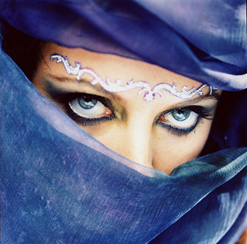 Sarah Brightman achtergrond probably containing a hood, a wimple, and a mantel called Harem