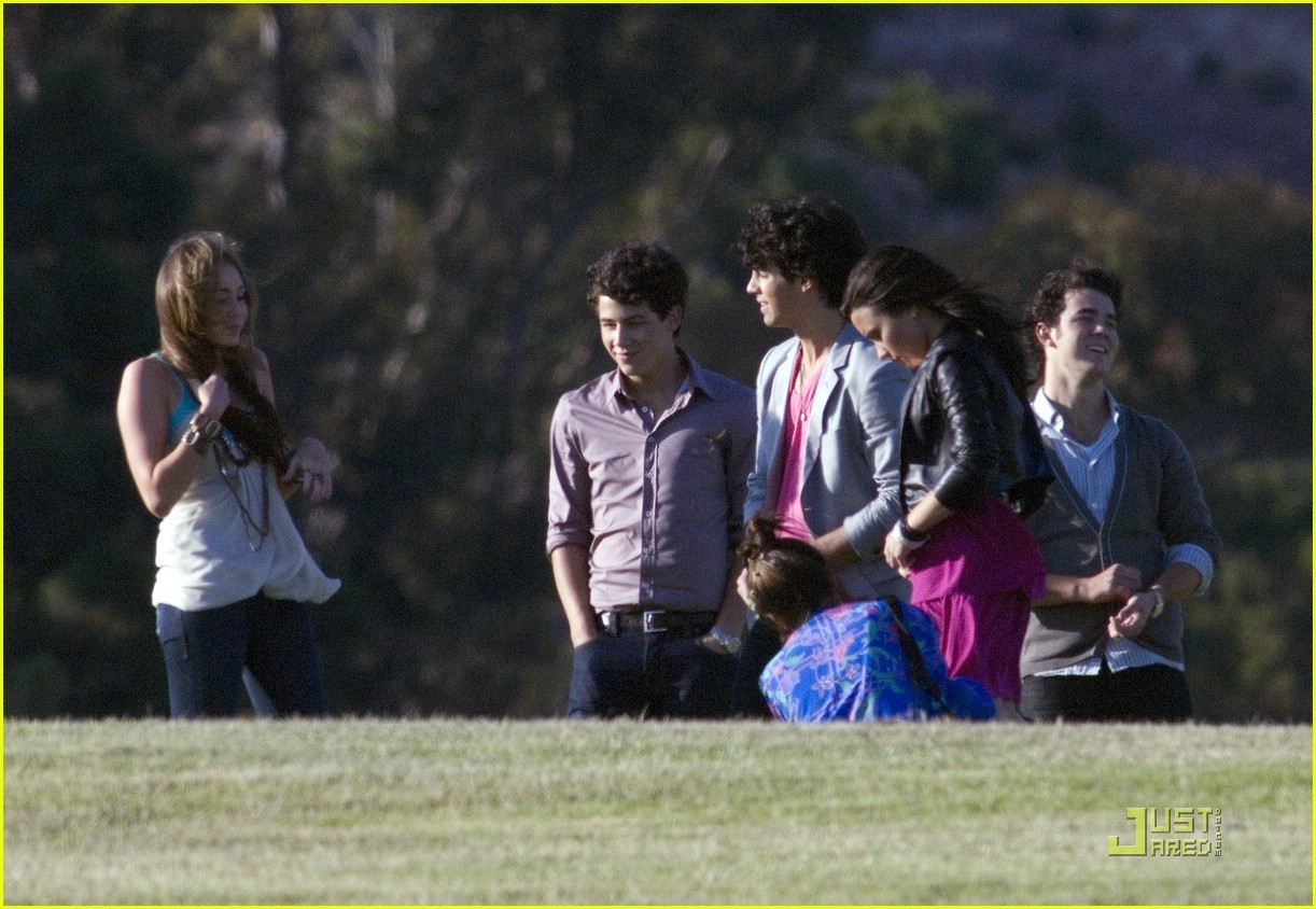 http://images2.fanpop.com/images/photos/6600000/Jonas-Brother-s-Video-Shoot-video-for-Send-It-On-miley-cyrus-and-nick-jonas-6607183-1222-844.jpg