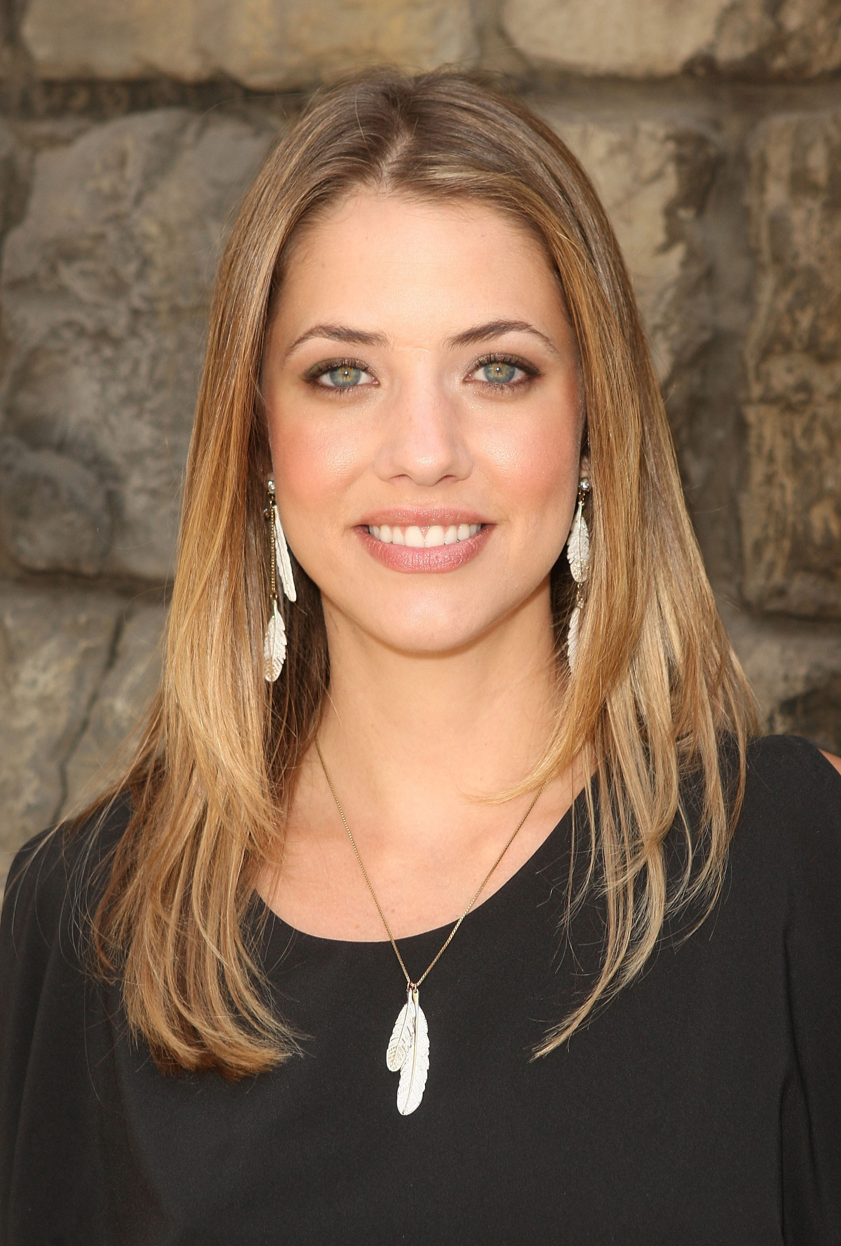 Julie Gonzalo Wallpaper Actress | Paper New Model