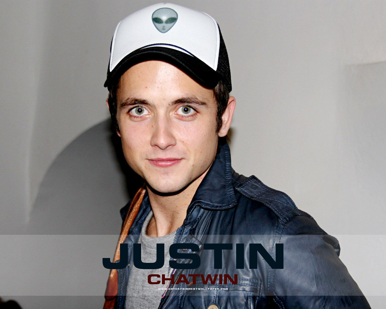 Justin Chatwin - Wallpaper Gallery