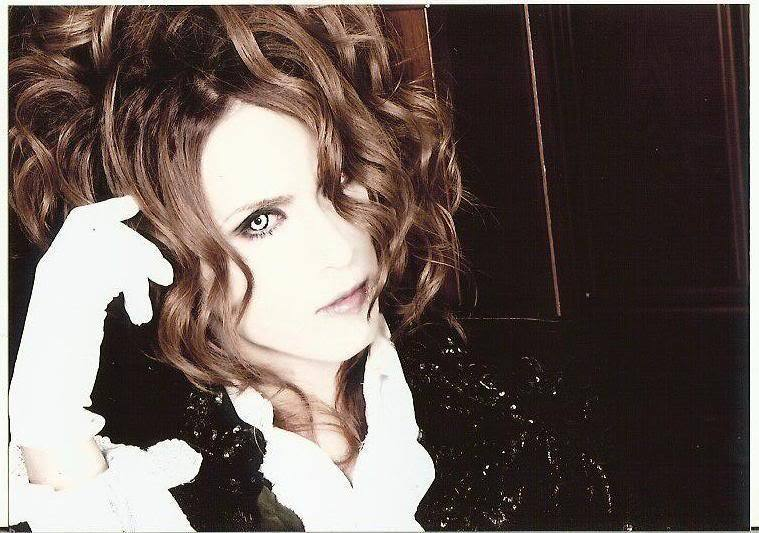 http://images2.fanpop.com/images/photos/6600000/Kamijo-versailles-6660615-759-533.jpg