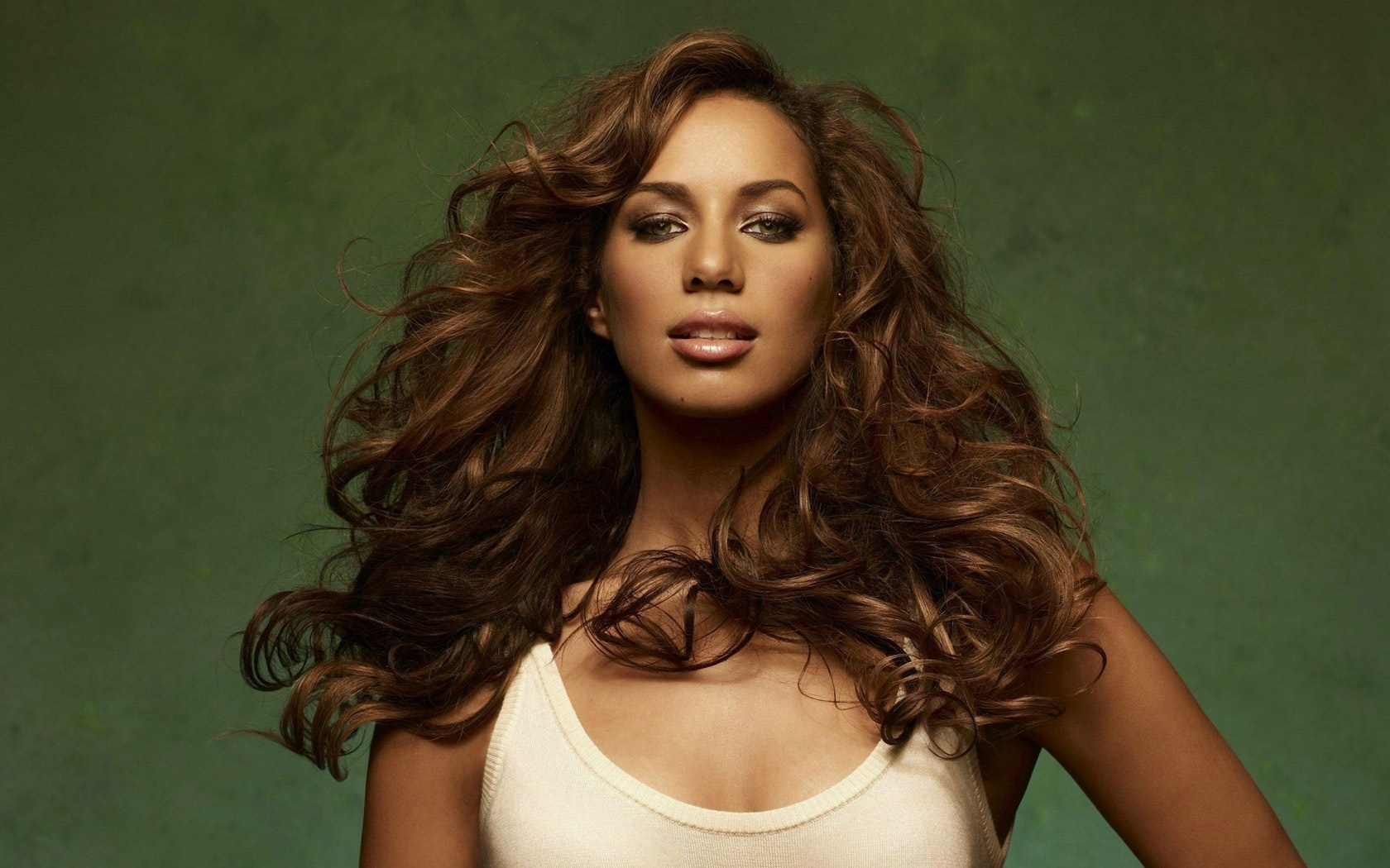 http://images2.fanpop.com/images/photos/6600000/Leona-leona-lewis-6681383-1680-1050.jpg