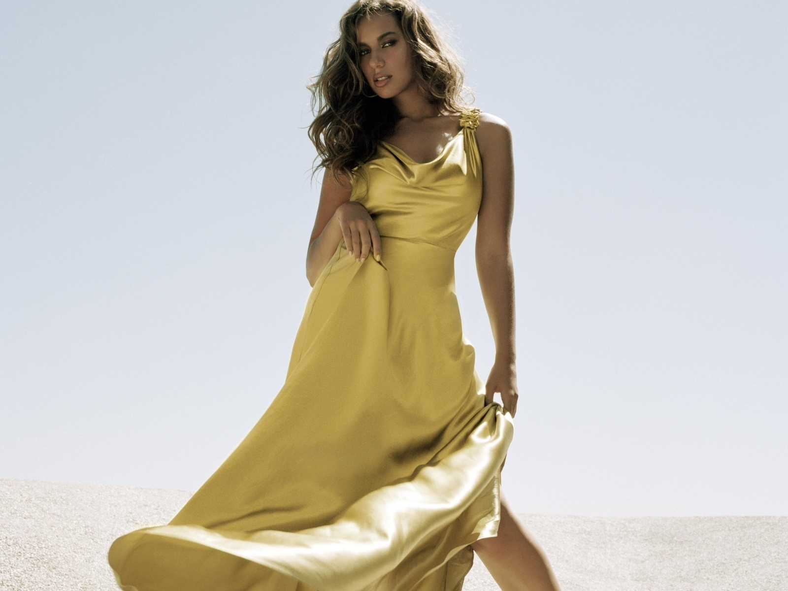 http://images2.fanpop.com/images/photos/6600000/Leona-leona-lewis-6681514-1600-1200.jpg
