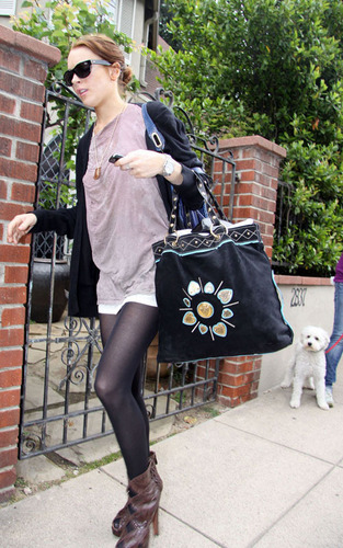 Lindsay leaving Sam's house