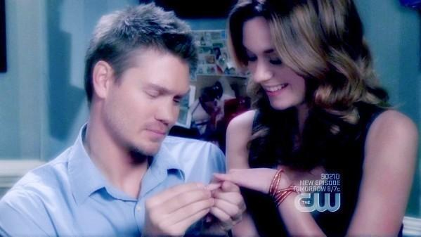 Leyton photos - Page 3 Lucas-and-Peyton-Best-Moments-leyton-6654161-599-337