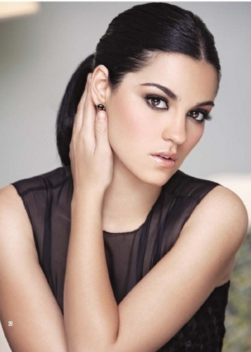 Maite Perroni wallpaper with a portrait and skin titled Maite