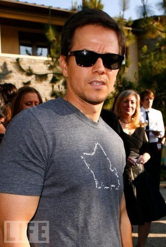 Mark Wahlberg Обои possibly with sunglasses and a leisure wear called MarkWahlberg<3!