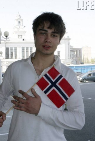 alexander rybak fondo de pantalla probably containing a bata de baño, albornoz called My cute alex..!! <3