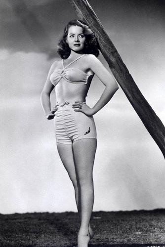 Classic Movies wallpaper containing a maillot titled Paulette Goddard