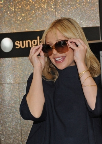SMG shopping at Sunglass Hut in NY- June 2009