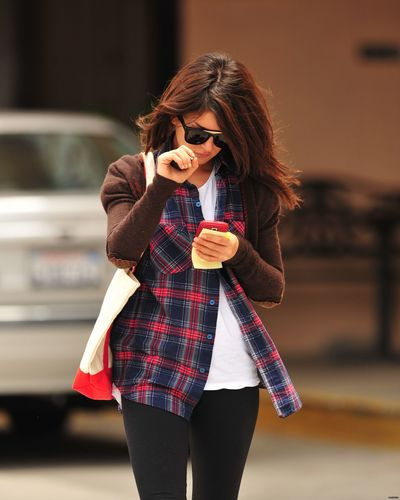 Shenae Grimes wallpaper containing sunglasses titled Shenae
