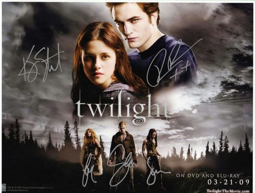 Twilight Saga Фильмы Обои possibly with a sign and a portrait called Twilight