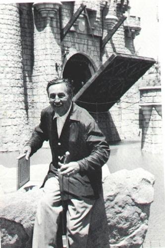 Walt Disney Opening ngày of Disneyland