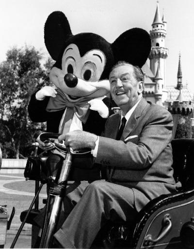 Walt डिज़्नी and Mickey माउस at Disneyland
