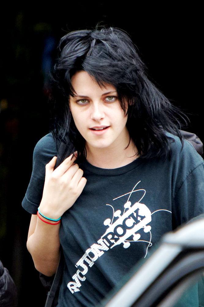 kristen stewart bella hair. vampires act ella real