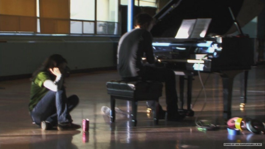 http://images2.fanpop.com/images/photos/6600000/robert-playing-piano-practice-twilight-series-6639012-853-480.jpg