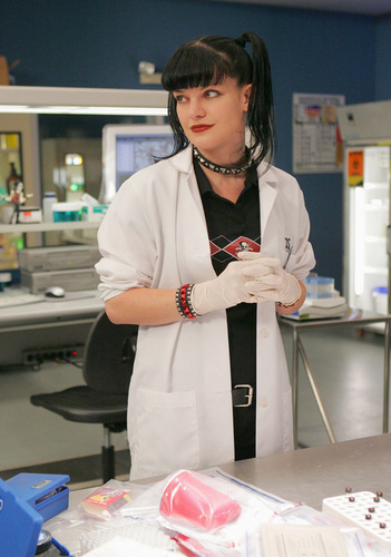 Abby in lab jas