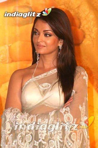 Aishwarya Rai Hintergrund containing a bridesmaid titled Aish<33