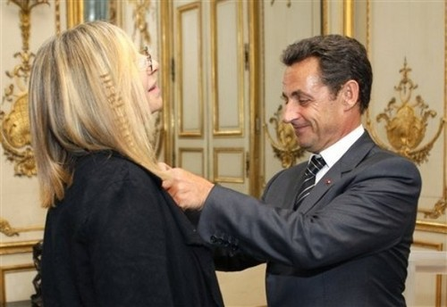 Barbra Streisand 바탕화면 containing a business suit titled Barbra&Nicholas Sarkozy