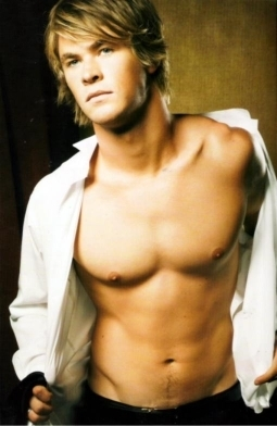 Chris Hemsworth wallpaper possibly containing a hunk and a six pack called Chris Hemsworth