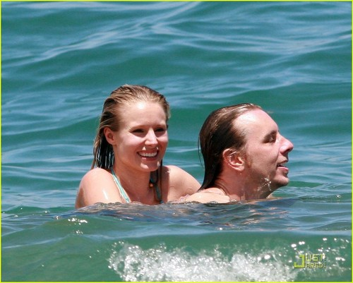 Kristen klok, bell in Bikini Bliss