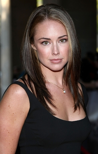 Lindsey McKeon wallpaper containing a portrait entitled Lindsey>3