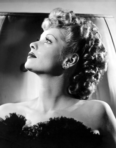 Classic films achtergrond possibly with a bouquet and a portrait titled Lucille Ball