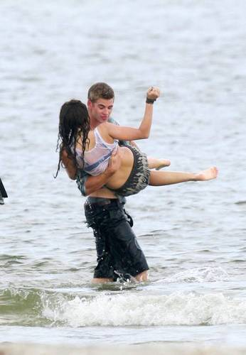 Miley & Liam On Set