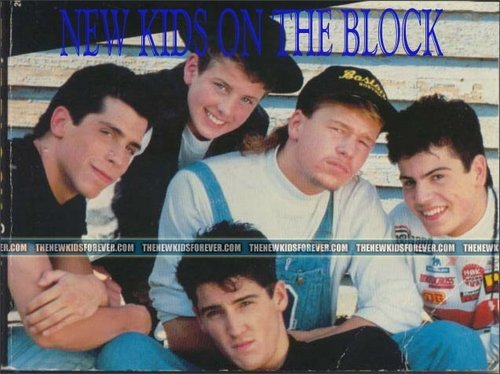 New Kids on the Block 바탕화면 with a sign titled New Kids back in the 일
