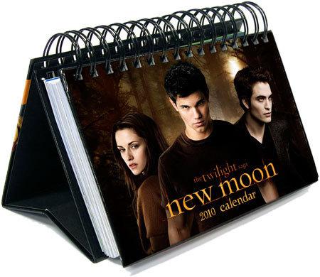 http://images2.fanpop.com/images/photos/6700000/New-Moon-2010-Calendars-twilight-series-6746215-450-390.jpg
