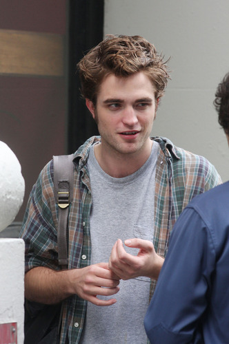 暮光之城 男孩 壁纸 possibly with a sign and a coffee break called Robert Pattison HQ