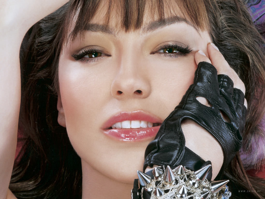 http://images2.fanpop.com/images/photos/6700000/Thalia-thalia-6706351-1024-768.jpg