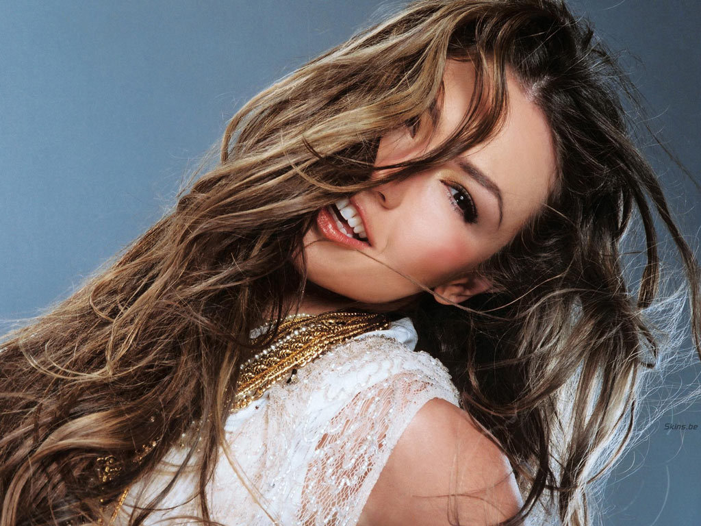 http://images2.fanpop.com/images/photos/6700000/Thalia-thalia-6706384-1024-768.jpg