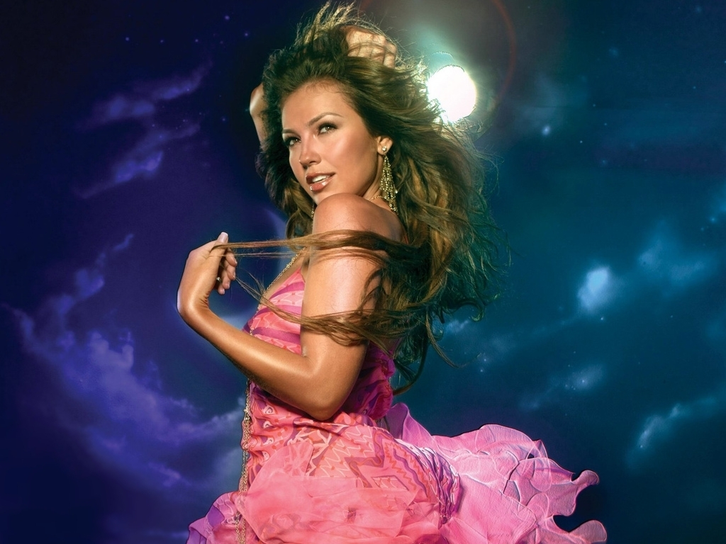 http://images2.fanpop.com/images/photos/6700000/Thalia-thalia-6706429-1024-768.jpg