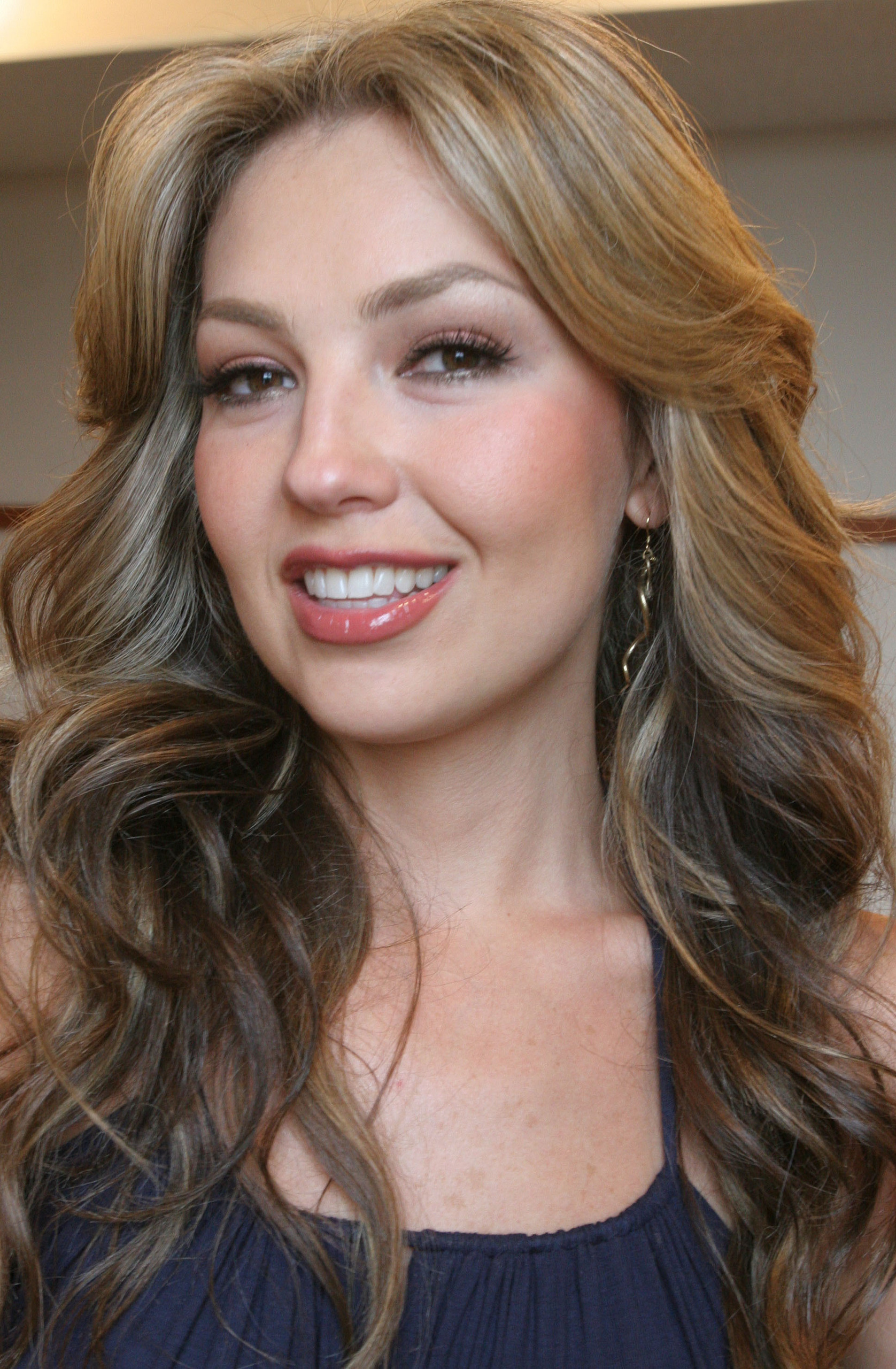 http://images2.fanpop.com/images/photos/6700000/Thalia-thalia-6708665-1676-2560.jpg