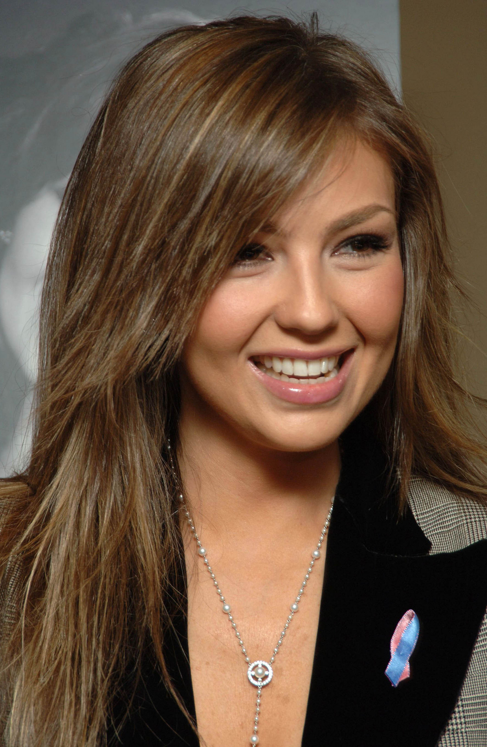 http://images2.fanpop.com/images/photos/6700000/Thalia-thalia-6708821-1668-2560.jpg
