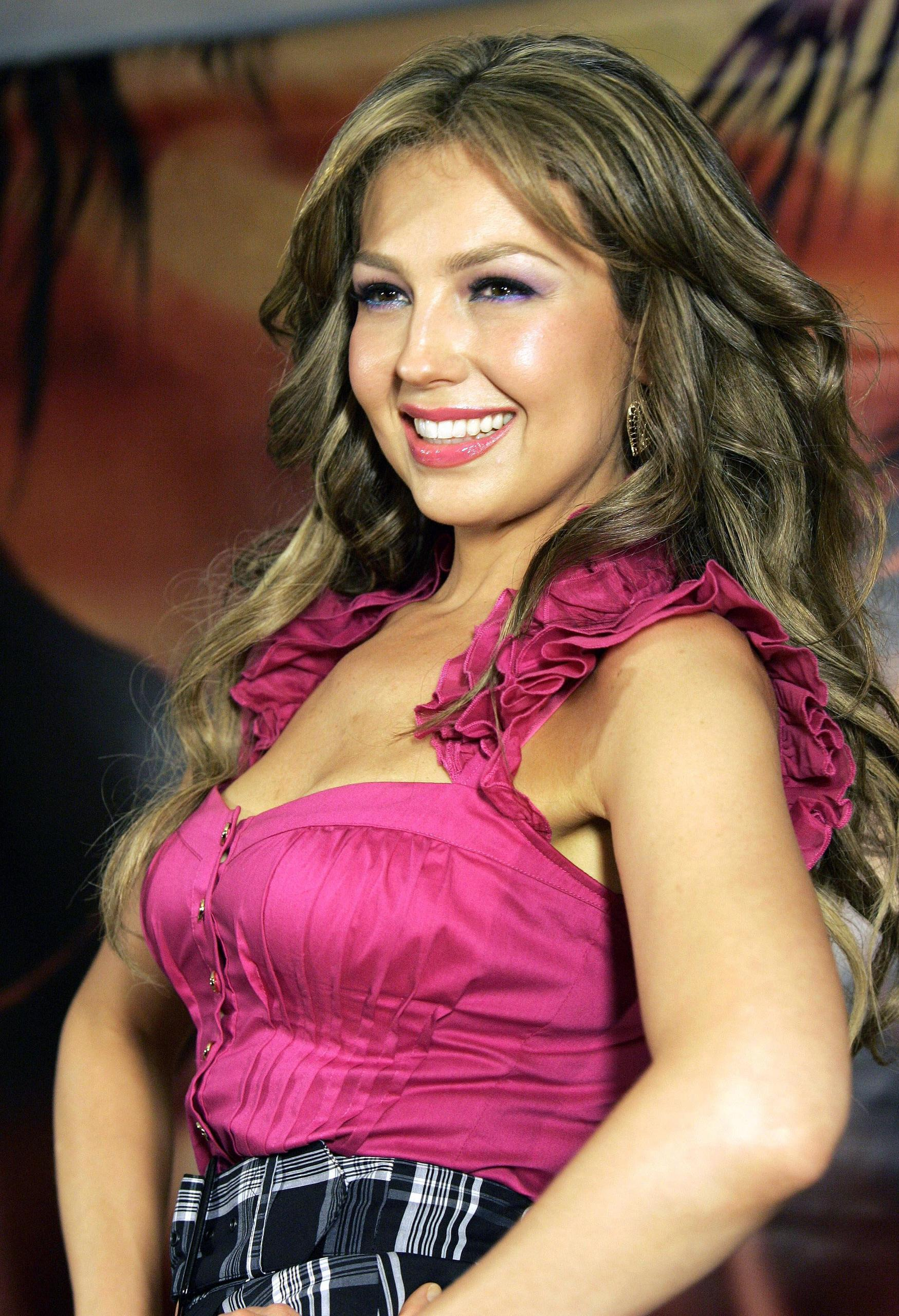 http://images2.fanpop.com/images/photos/6700000/Thalia-thalia-6708901-1749-2560.jpg