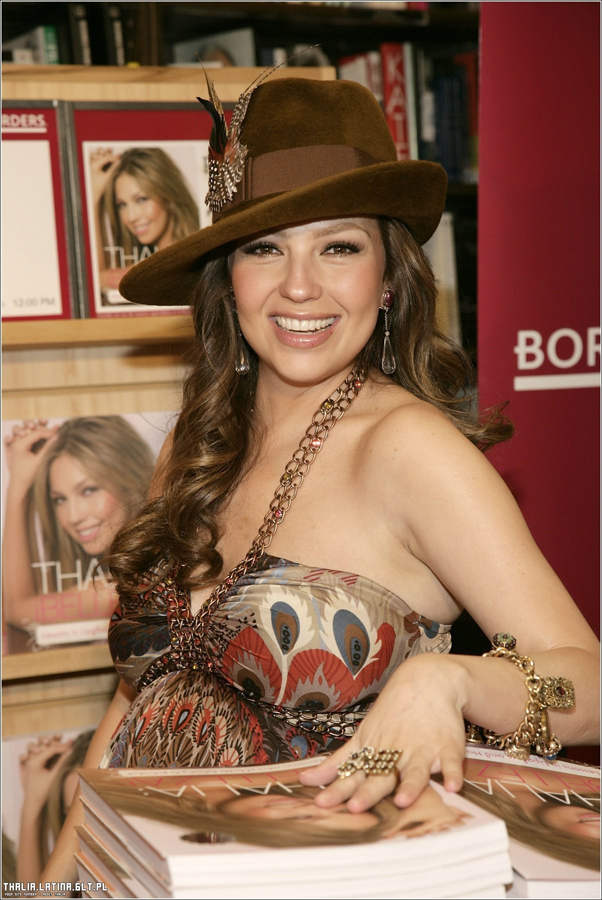 http://images2.fanpop.com/images/photos/6700000/Thalia-thalia-6709153-1203-1800.jpg