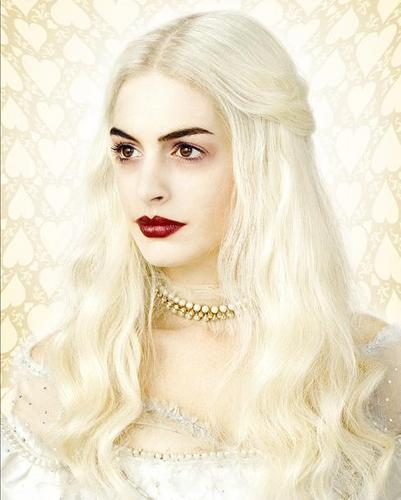 The White Queen, Played par Anne Hathaway (OFFICIAL)